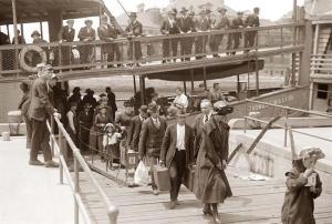 emigrants-arriving-ellis-island